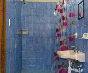 Cuarto-9-Baño-privado-2