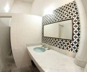 Shared bathroom 2 (3)