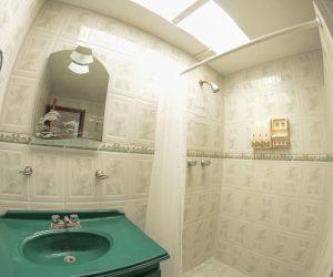 Bathroom 1 (2)