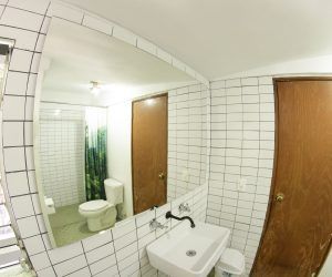 Private bathroom Room 4 (1)