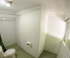 Private bathroom Room 4 (2)