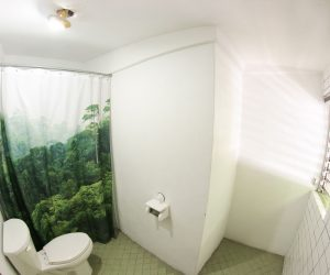 Private bathroom Room 4 (3)