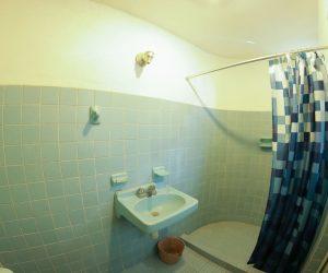 Private bathroom Room 8 (5)