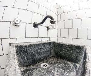 Shared bathroom (4)